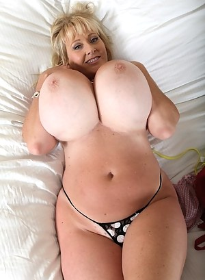 Sexy Gigantic Tits And Beautiful - Huge Bouncing Tits - Big Naked Boobs, Nice Giant Tits